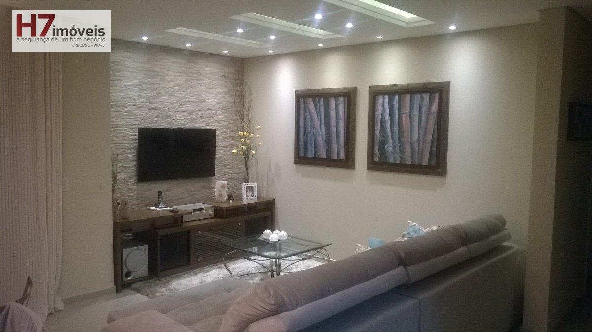 Apartamento a Venda no bairro Bucarein em Joinville - SC. 2 banheiros, 3 dormitórios, 1 suíte, 2 vagas na garagem, 1 cozinha,  área de serviço,  sala