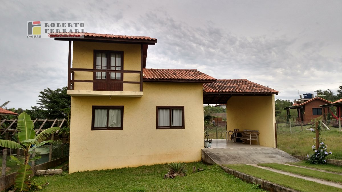 Casa a Venda no bairro Ibiraquera em Imbituba - SC. 1 banheiro, 2 dormitórios, 1 suíte, 2 vagas na garagem, 1 cozinha,  sala de jantar.  - 111