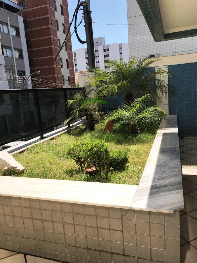 Apartamento a Venda no bairro Centro em Divinópolis - MG. 2 banheiros, 3 dormitórios, 1 suíte, 1 vaga na garagem, 1 cozinha,  área de serviço,  sala d
