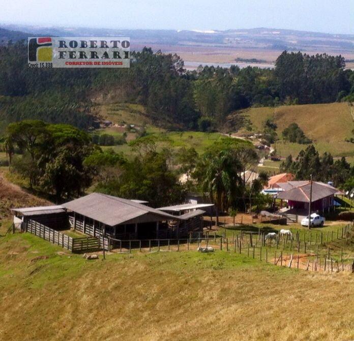 Fazenda a Venda no bairro Forquilha do Rio Duna em Imaruí - SC. 2 banheiros, 3 dormitórios, 1 suíte, 2 vagas na garagem, 1 cozinha,  área de serviço,