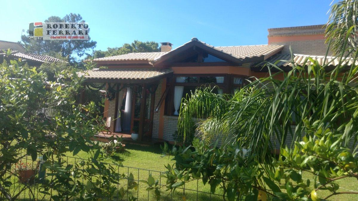 Casa a Venda no bairro Barra Ibiraquera em Imbituba - SC. 1 banheiro, 3 dormitórios, 1 suíte, 2 vagas na garagem, 1 cozinha,  área de serviço,  lavabo