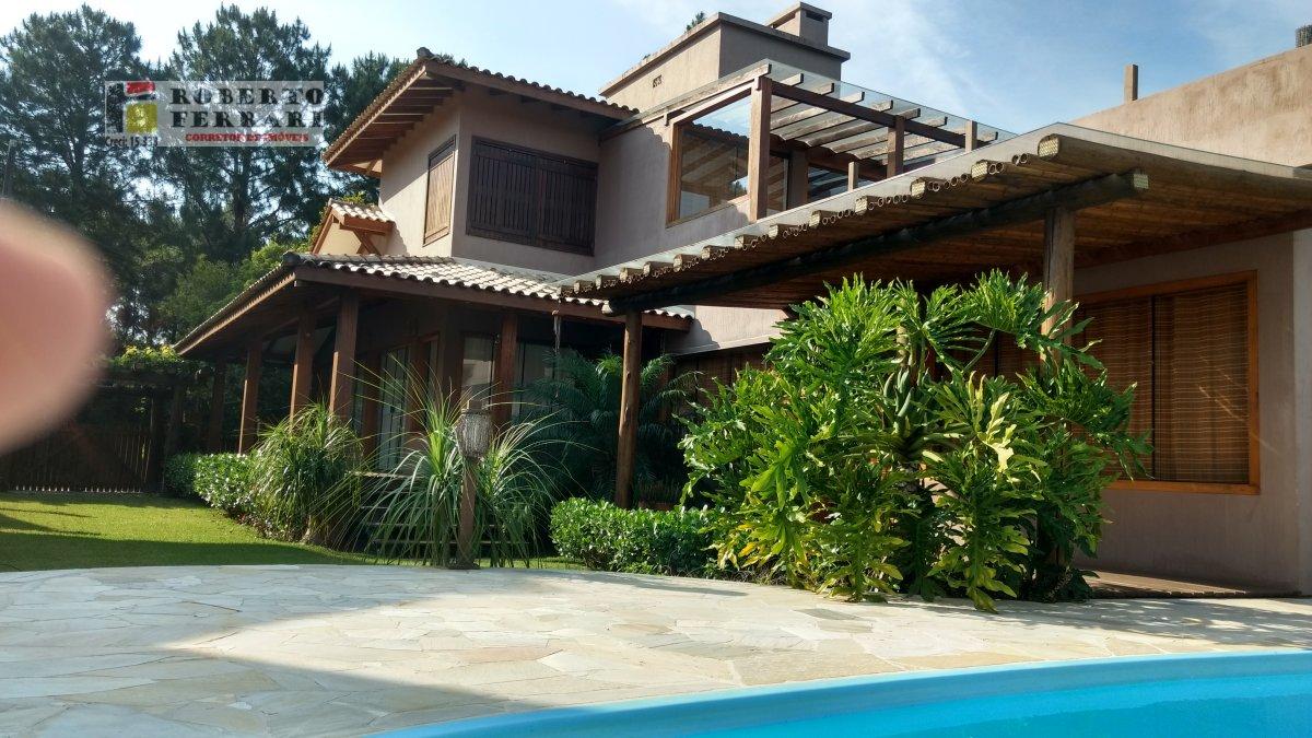 Casa a Venda no bairro Campo Duna em Imbituba - SC. 2 banheiros, 3 dormitórios, 1 suíte, 2 vagas na garagem, 1 cozinha,  closet,  área de serviço,  sa