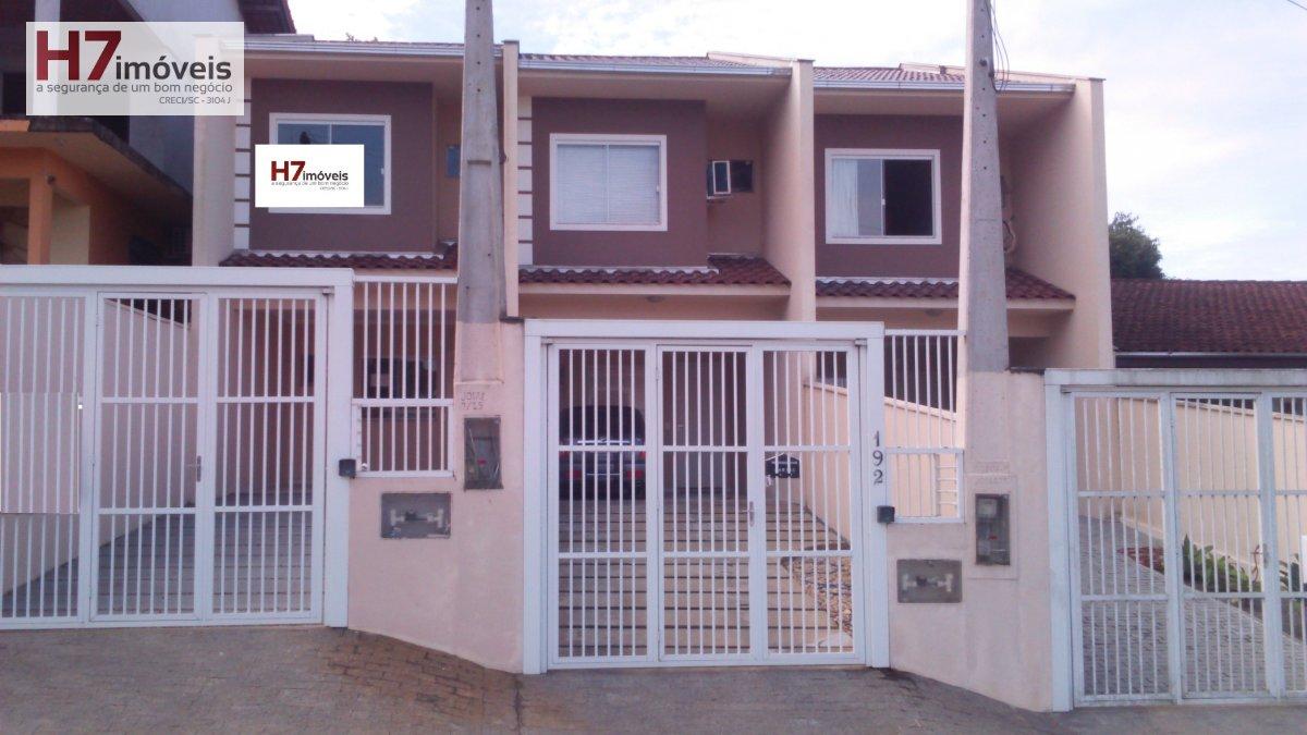 Casa a Venda no bairro Boa Vista em Joinville - SC. 2 banheiros, 3 dormitórios, 1 suíte, 2 vagas na garagem, 1 cozinha,  área de serviço,  lavabo,  sa