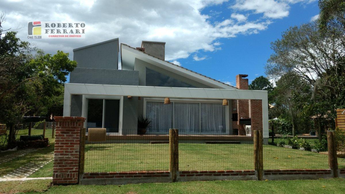 Casa a Venda no bairro Campo Duna em Imbituba - SC. 2 banheiros, 3 dormitórios, 1 suíte, 2 vagas na garagem, 1 cozinha,  closet,  área de serviço,  la