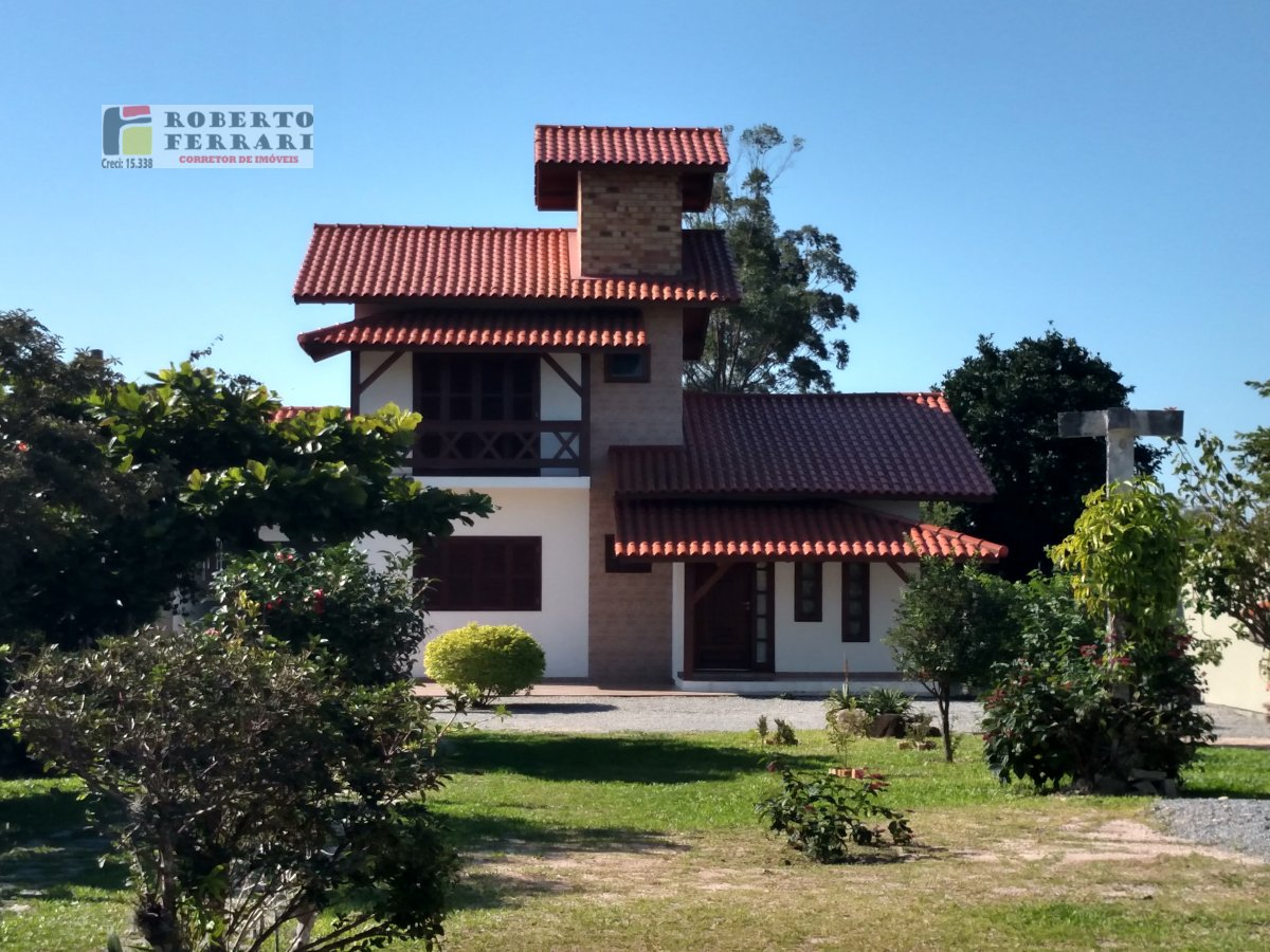 Casa a Venda no bairro Araçatuba em Imbituba - SC. 2 banheiros, 2 dormitórios, 1 suíte, 2 vagas na garagem, 1 cozinha,  closet,  área de serviço,  lav