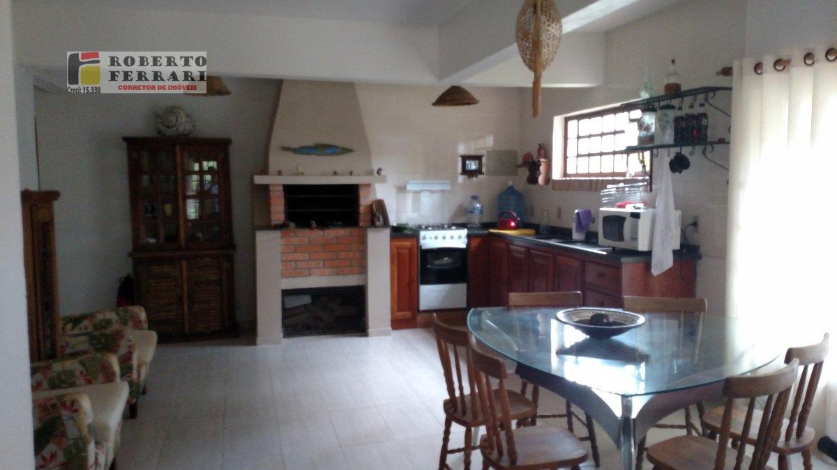 Casa a Venda no bairro Centro em Imbituba - SC. 2 banheiros, 3 dormitórios, 1 suíte, 2 vagas na garagem, 1 cozinha,  closet,  área de serviço,  lavabo