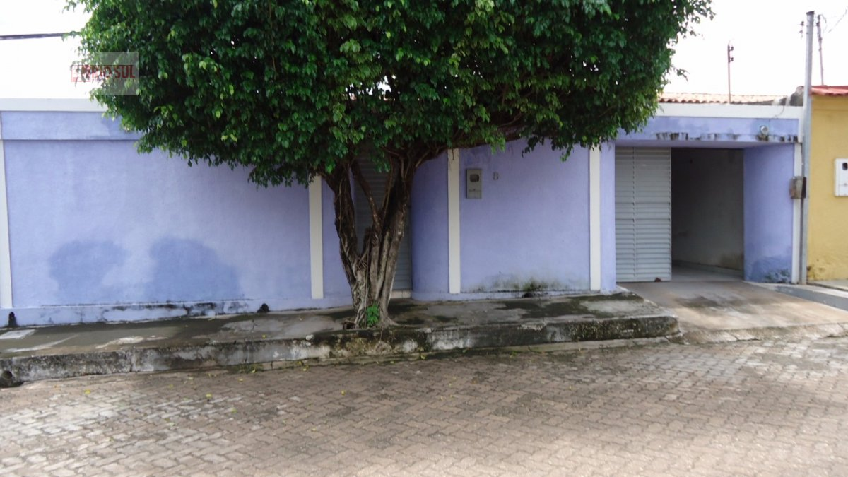 Casa a Venda no bairro Nova Imperatriz em Imperatriz - MA. 2 banheiros, 3 dormitórios, 1 suíte, 3 vagas na garagem, 1 cozinha,  área de serviço,  sala