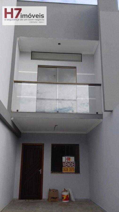 Casa a Venda no bairro Itaum em Joinville - SC. 2 banheiros, 2 dormitórios, 2 suítes, 1 vaga na garagem, 1 cozinha,  lavabo.