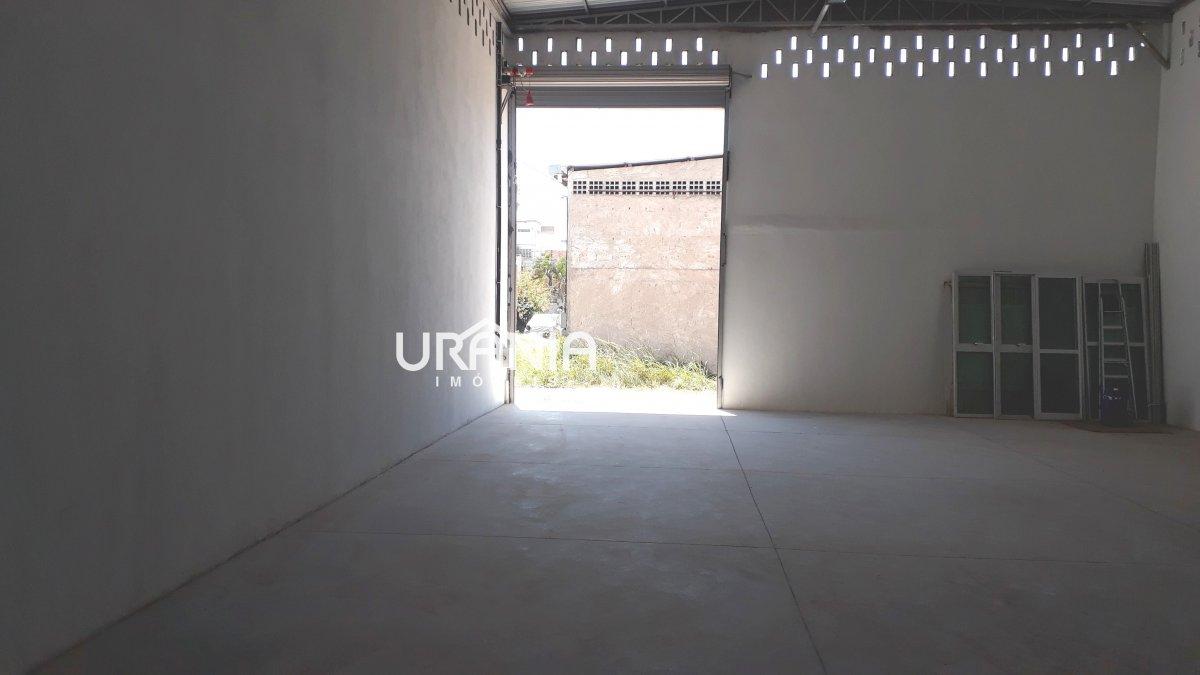 Galpão/Pavilhão para Alugar . 2 banheiros, 4 vagas na garagem, 1 cozinha,  área de serviço,  copa,  lavabo,  escritório.  - 200