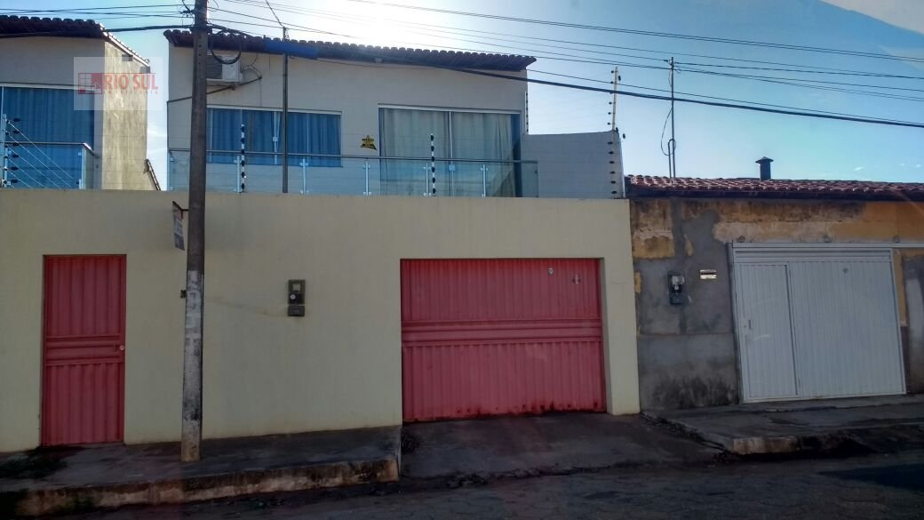 Casa a Venda no bairro Nova Imperatriz em Imperatriz - MA. 2 banheiros, 3 dormitórios, 1 suíte, 2 vagas na garagem, 1 cozinha,  área de serviço,  sala