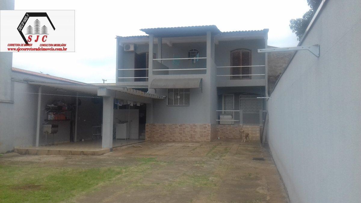 Casa a Venda no bairro Jardim Conceição em Santa Bárbara D´Oeste - SP. 2 banheiros, 3 dormitórios, 10 vagas na garagem, 1 cozinha,  área de serviço,