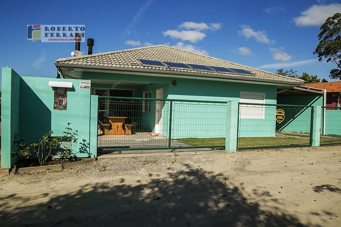 Casa a Venda no bairro Ibiraquera em Imbituba - SC. 1 banheiro, 2 dormitórios, 1 suíte, 2 vagas na garagem, 1 cozinha,  sala de estar,  sala de jantar