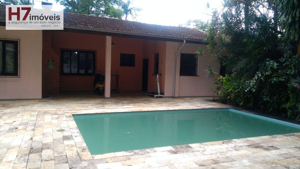 Casa a Venda no bairro Floresta em Joinville - SC. 2 banheiros, 2 dormitórios, 1 suíte, 1 cozinha.