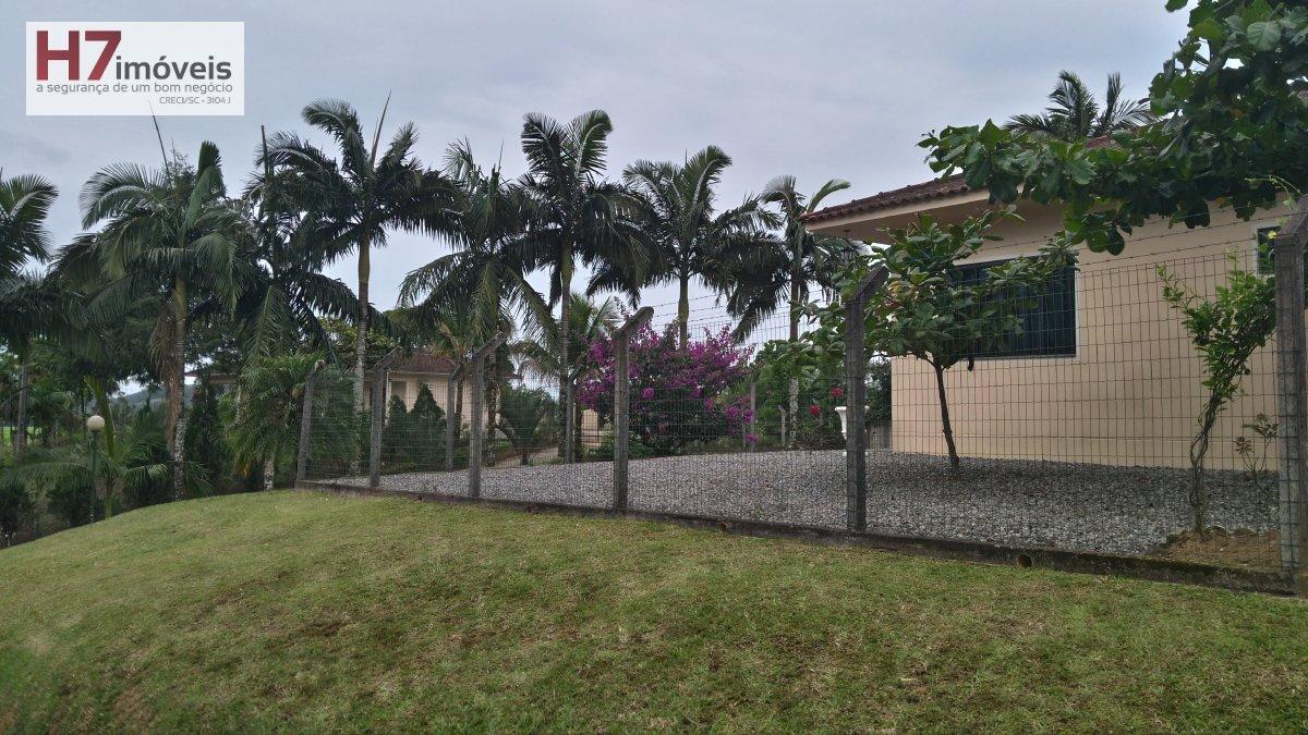 Sítio a Venda no bairro Vila Nova em Joinville - SC. 2 banheiros, 4 dormitórios, 1 suíte, 1 cozinha,  área de serviço,  sala de tv,  sala de jantar.
