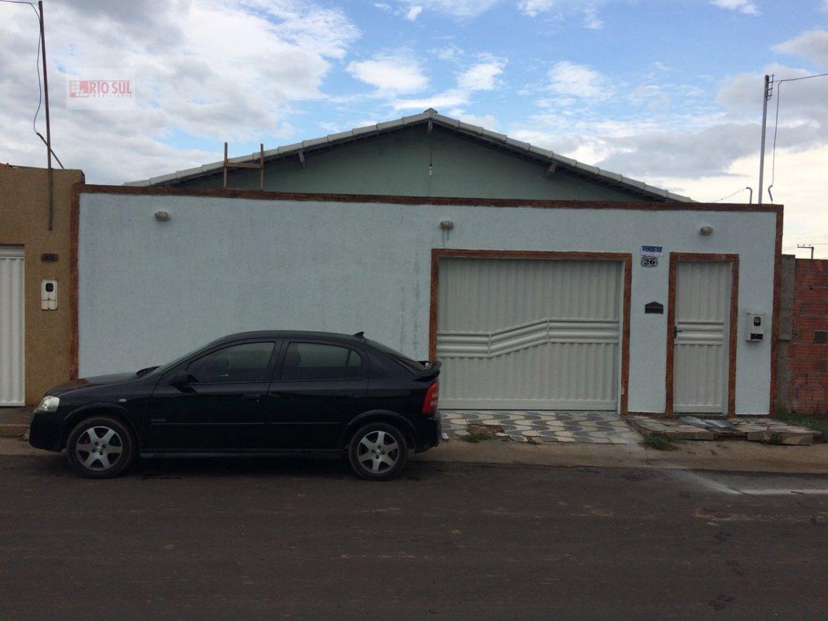 Casa a Venda no bairro Jardim São Luís em Imperatriz - MA. 4 banheiros, 3 dormitórios, 1 suíte, 2 vagas na garagem, 1 cozinha,  área de serviço,  sala