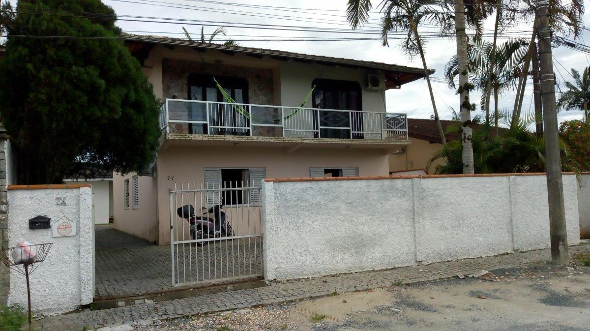 Sobrado à venda  no Santo Antônio - Joinville, SC. Imóveis