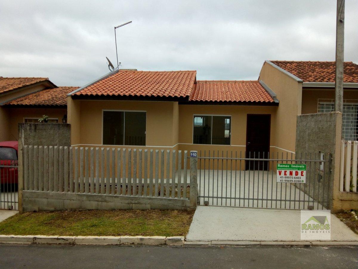 Casa usada à Venda no bairro Águas Claras em Campo Largo.  3 dormitórios,