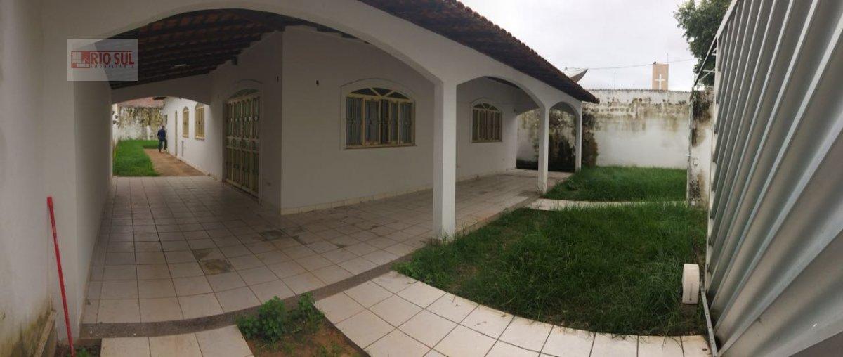 Casa para Alugar no bairro Entroncamento em Imperatriz - MA. 4 banheiros, 3 suítes, 5 vagas na garagem, 1 cozinha,  área de serviço,  sala de estar,