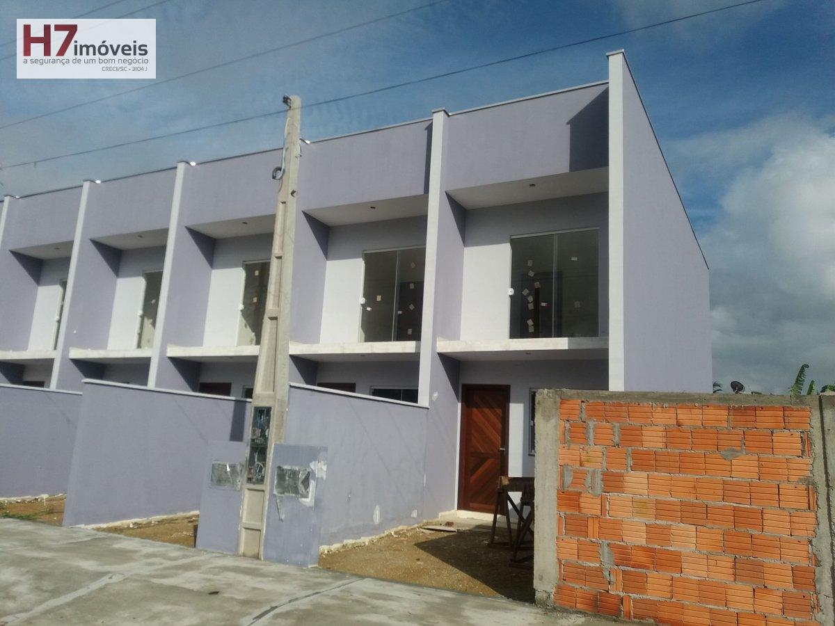 Casa a Venda no bairro João Costa em Joinville - SC. 1 banheiro, 2 dormitórios, 1 vaga na garagem, 1 cozinha,  área de serviço,  lavabo.