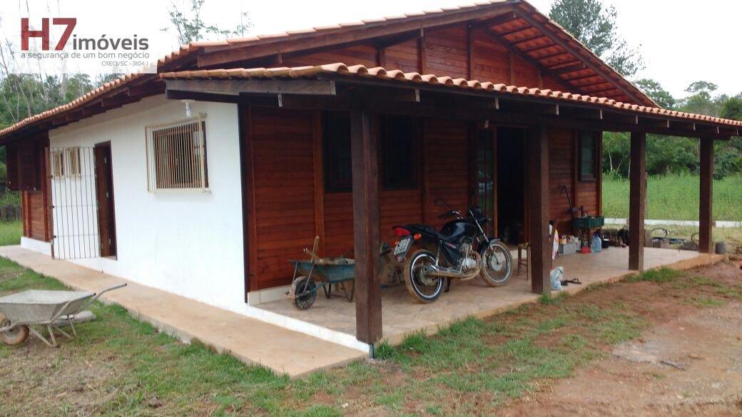 Casa a Venda no bairro Pirabeiraba em Joinville - SC. 1 banheiro, 3 dormitórios, 1 suíte, 1 vaga na garagem, 1 cozinha.
