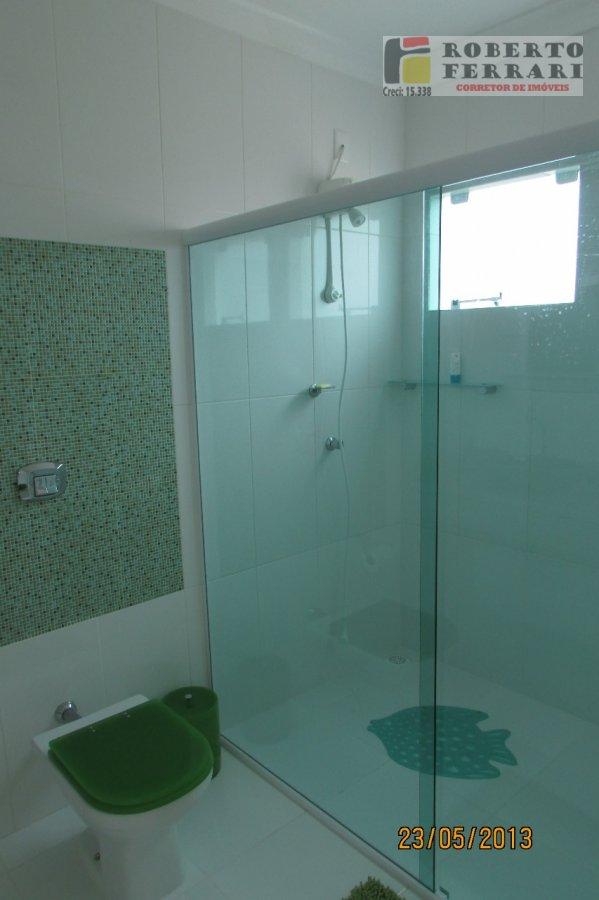Casa a Venda no bairro Itapirubá em Imbituba - SC. 1 banheiro, 3 dormitórios, 1 suíte, 2 vagas na garagem, 1 cozinha,  closet,  área de serviço,  lava