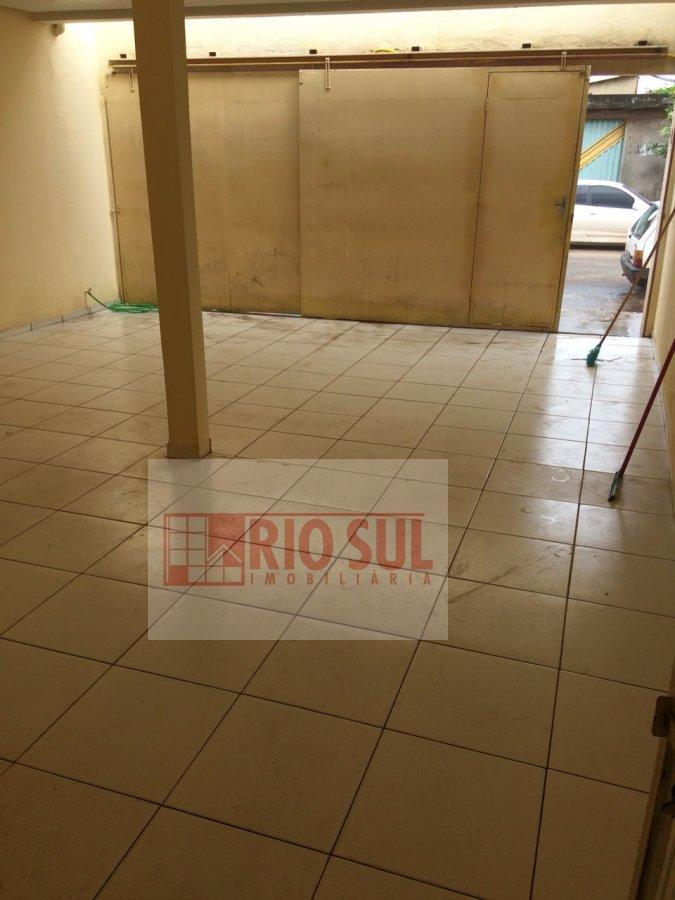 Casa para Alugar no bairro Centro em Imperatriz - MA. 2 banheiros, 2 dormitórios, 1 suíte, 2 vagas na garagem, 1 cozinha,  área de serviço,  sala de e
