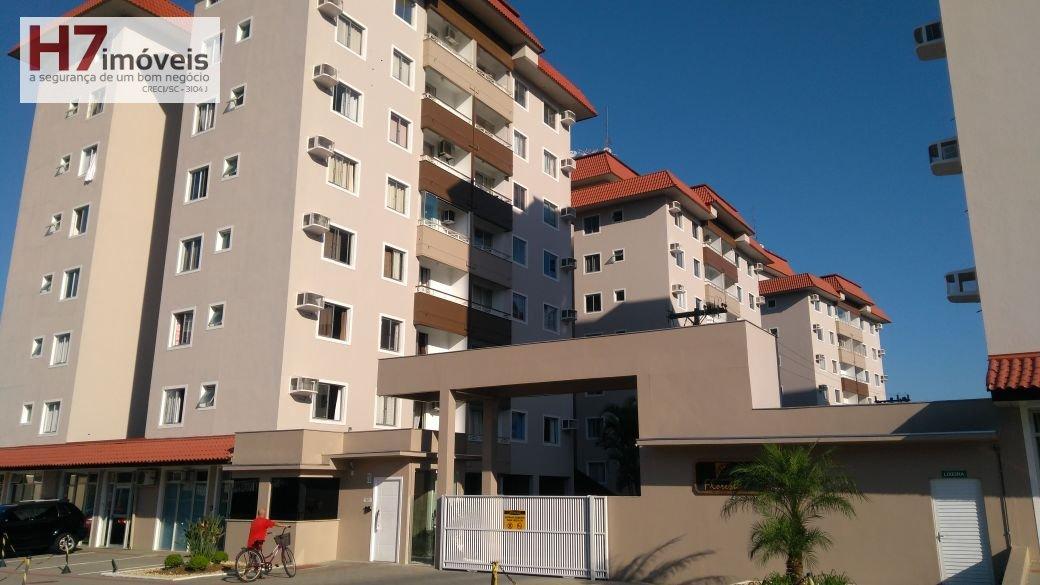Apartamento a Venda no bairro Floresta em Joinville - SC. 1 banheiro, 3 dormitórios, 1 suíte, 1 vaga na garagem, 1 cozinha,  área de serviço,  sala de