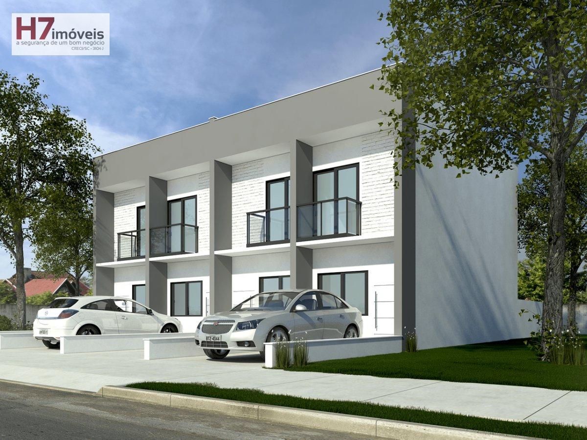 Casa a Venda no bairro Floresta em Joinville - SC. 1 banheiro, 2 dormitórios, 1 vaga na garagem, 1 cozinha,  área de serviço,  lavabo,  sala de estar,