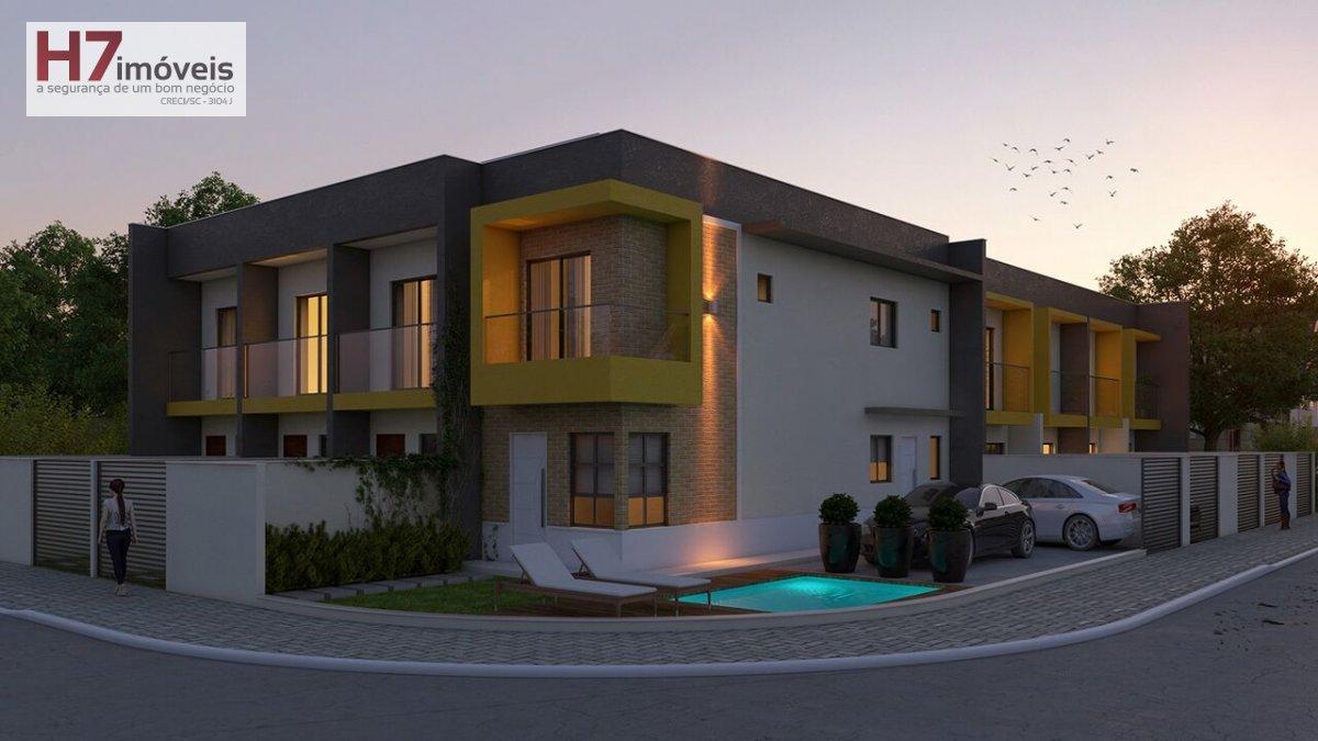 Casa a Venda no bairro Glória em Joinville - SC. 1 banheiro, 2 dormitórios, 1 vaga na garagem, 1 cozinha,  área de serviço,  lavabo,  sala de tv,  sal
