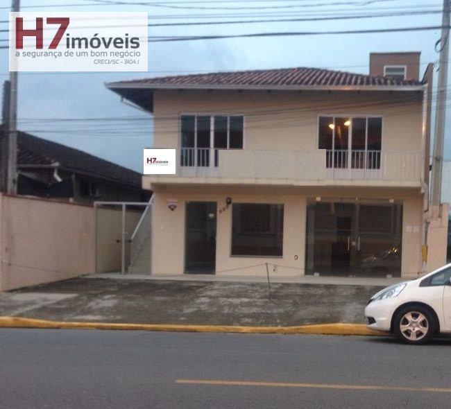Ponto Comercial a Venda no bairro Glória em Joinville - SC. 1 banheiro, 3 dormitórios, 1 suíte, 1 cozinha.