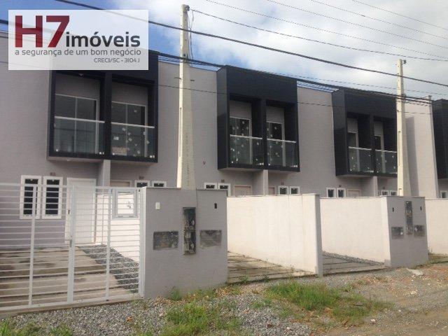 Casa a Venda no bairro Vila Nova em Joinville - SC. 1 banheiro, 2 dormitórios, 1 vaga na garagem, 1 cozinha,  área de serviço,  lavabo.