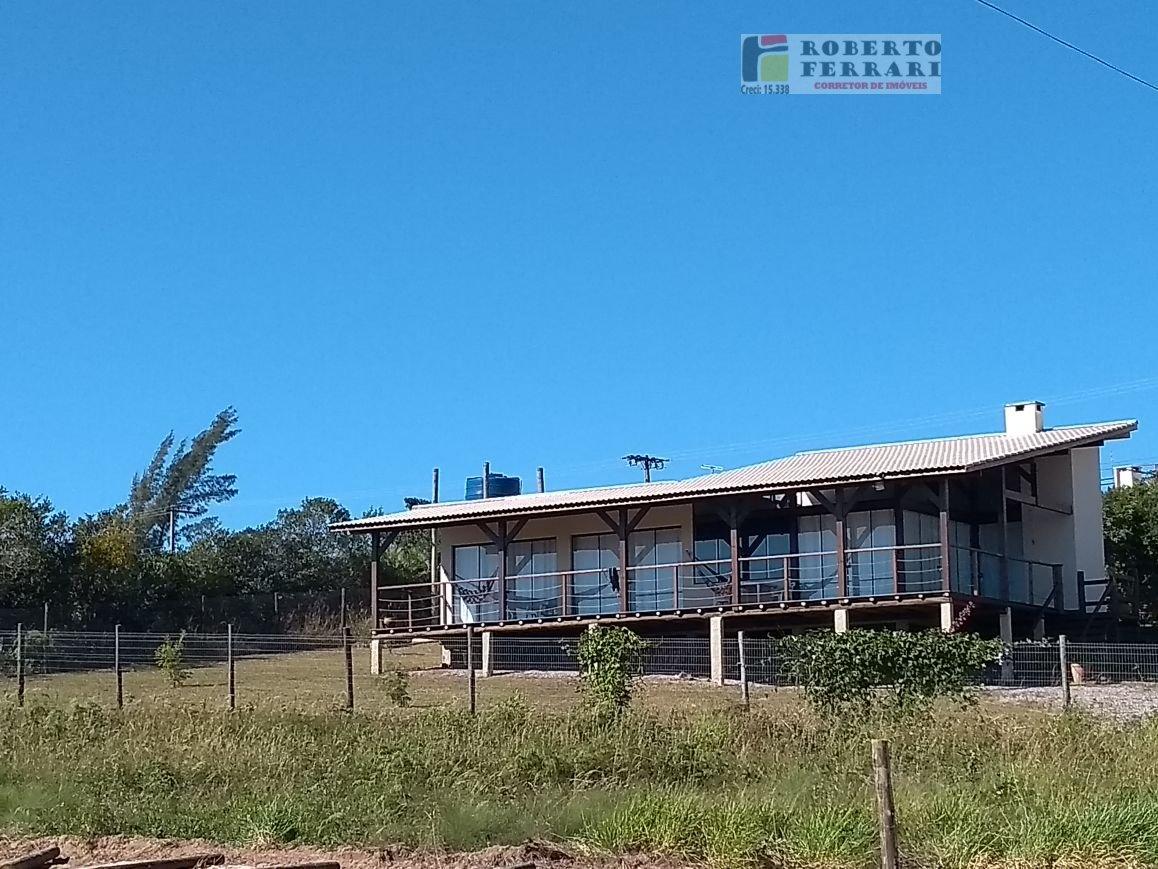 Casa a Venda no bairro Ibiraquera em Imbituba - SC. 2 banheiros, 2 dormitórios, 1 suíte, 2 vagas na garagem, 1 cozinha,  área de serviço,  sala de jan