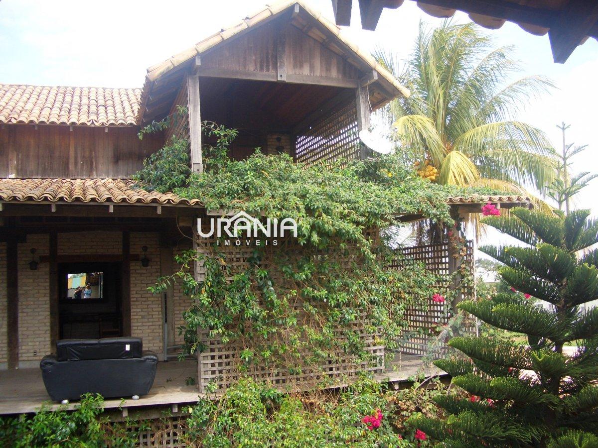 Casa a Venda no bairro Santa Paula II em Vila Velha - ES. 4 banheiros, 4 dormitórios, 2 suítes, 6 vagas na garagem, 1 cozinha,  closet,  área de servi