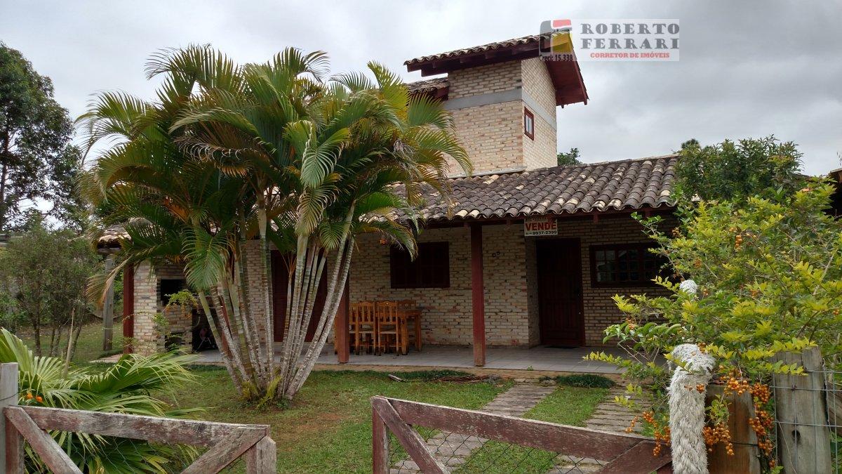 Casa a Venda no bairro Arroio em Imbituba - SC. 2 banheiros, 3 dormitórios, 1 suíte, 1 vaga na garagem, 1 cozinha,  área de serviço.  - 195