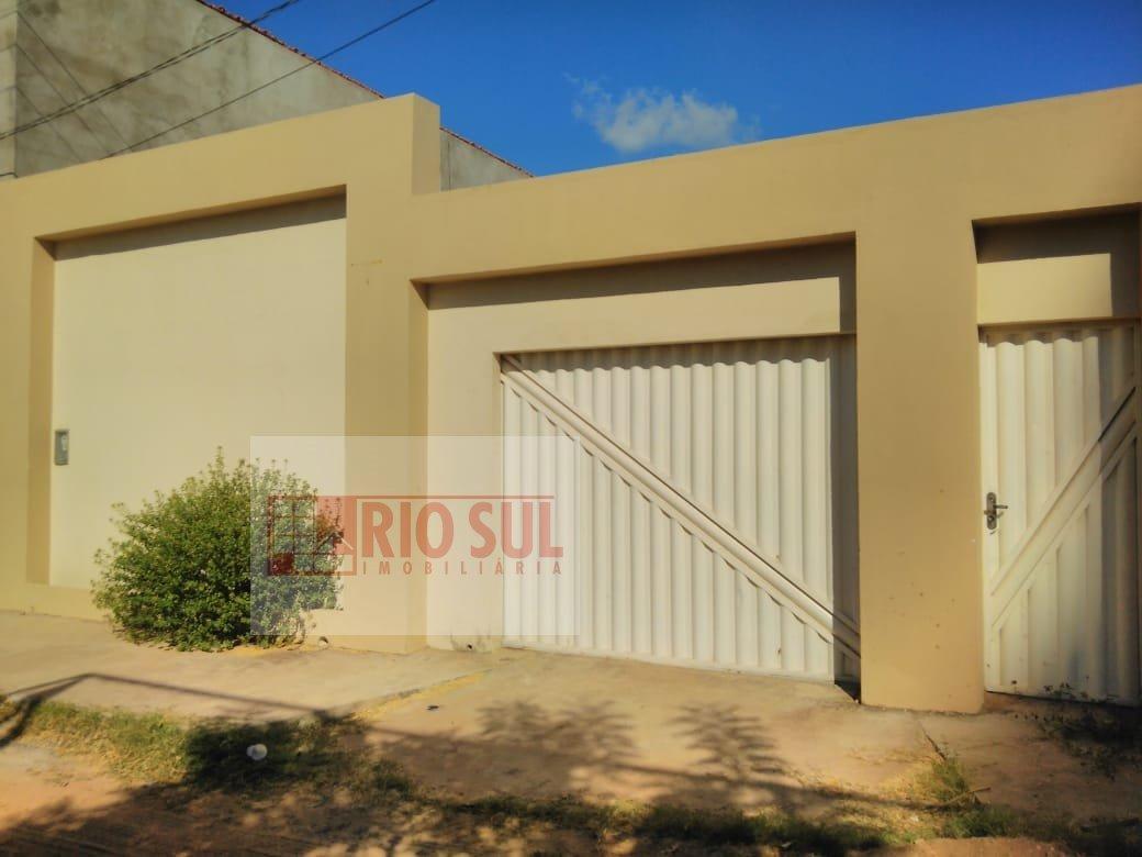 Casa a Venda no bairro Três Poderes em Imperatriz - MA. 2 banheiros, 3 dormitórios, 1 suíte, 4 vagas na garagem, 1 cozinha,  área de serviço,  sala de