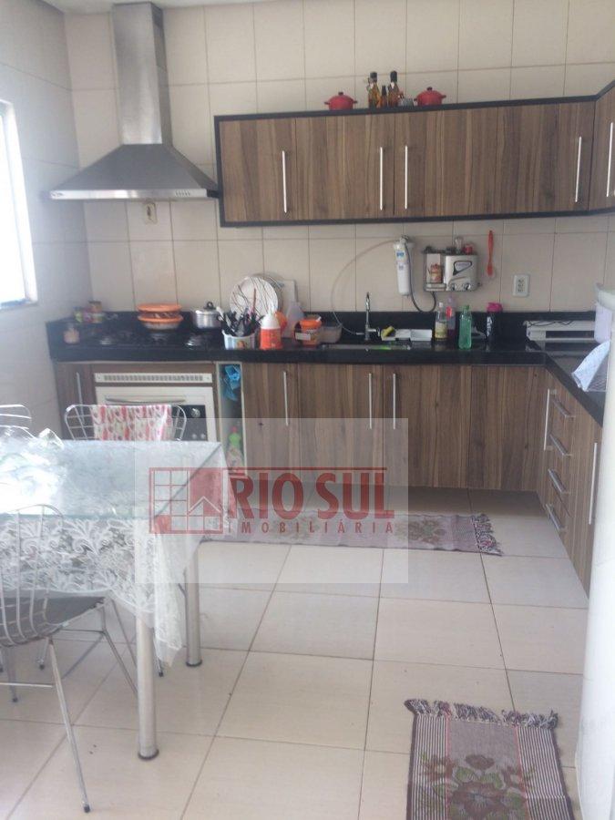 Casa a Venda no bairro Centro em Imperatriz - MA. 2 banheiros, 3 dormitórios, 1 suíte, 2 vagas na garagem, 1 cozinha,  área de serviço,  sala de estar