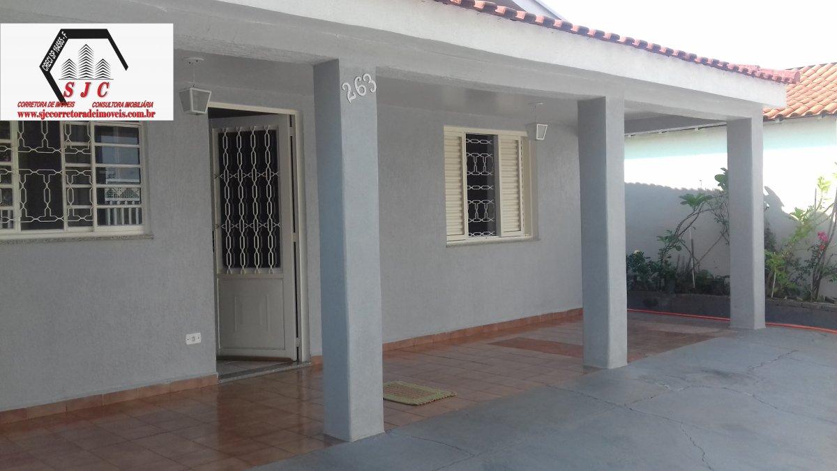 Casa a Venda no bairro Jardim Mollon em Santa Bárbara D´Oeste - SP. 1 banheiro, 3 dormitórios, 1 suíte, 3 vagas na garagem, 1 cozinha,  área de serviç