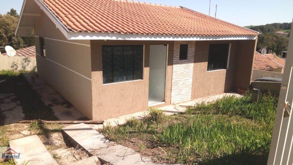 Casa a Venda no bairro Conjunto Habitacional Monsenhor Francisco Gorski em Campo Largo - PR. 1 banheiro, 3 dormitórios, 2 vagas na garagem, 1 cozinha,