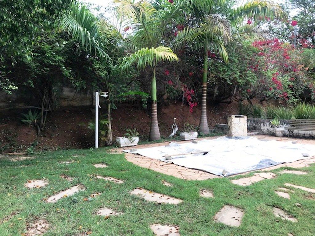 Chácara a Venda no bairro Jardinópolis em Divinópolis - MG. 1 banheiro, 4 dormitórios, 2 vagas na garagem, 1 cozinha,  copa,  sala de estar,  sala de