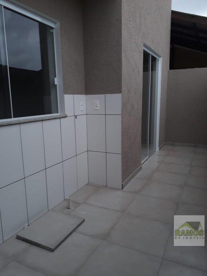 Sobrado a Venda em Balneário Shangri-la  Pontal do Paraná - PR.  3 dormitórios, 1 suíte, 3 vagas na garagem,