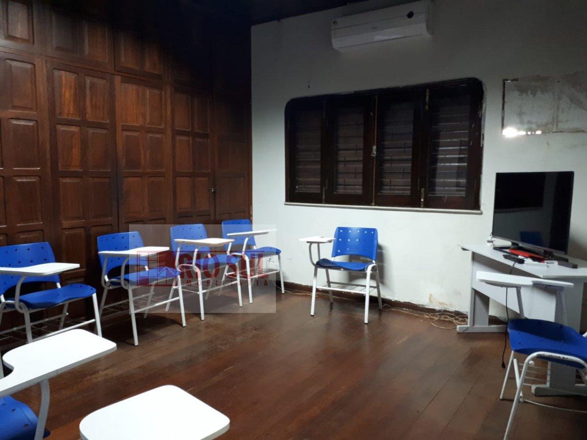 Casa a Venda no bairro Três Poderes em Imperatriz - MA. 3 banheiros, 2 vagas na garagem, 1 cozinha,  área de serviço,  sala de estar,  sala de tv,  sa