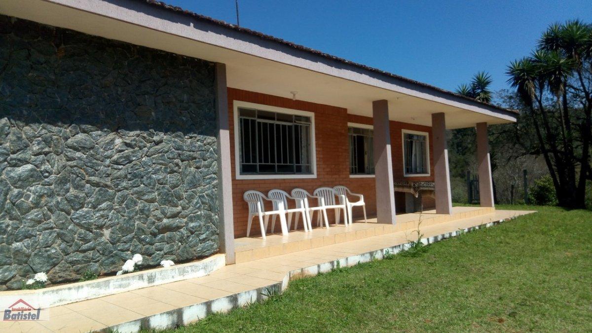Chácara a Venda no bairro Campo Magro em Campo Magro - PR. 1 banheiro, 3 dormitórios, 5 vagas na garagem, 1 cozinha,  área de serviço.  - CH0030