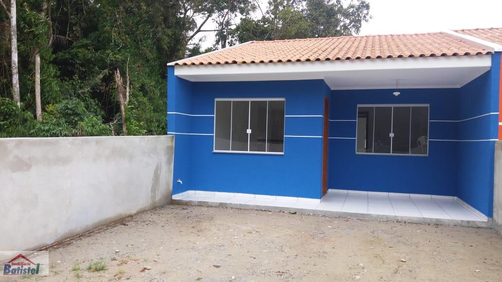 Casa a Venda no bairro Peabiru em Itapoá - SC. 1 banheiro, 2 dormitórios, 2 vagas na garagem, 1 cozinha,  área de serviço.  - CA0219
