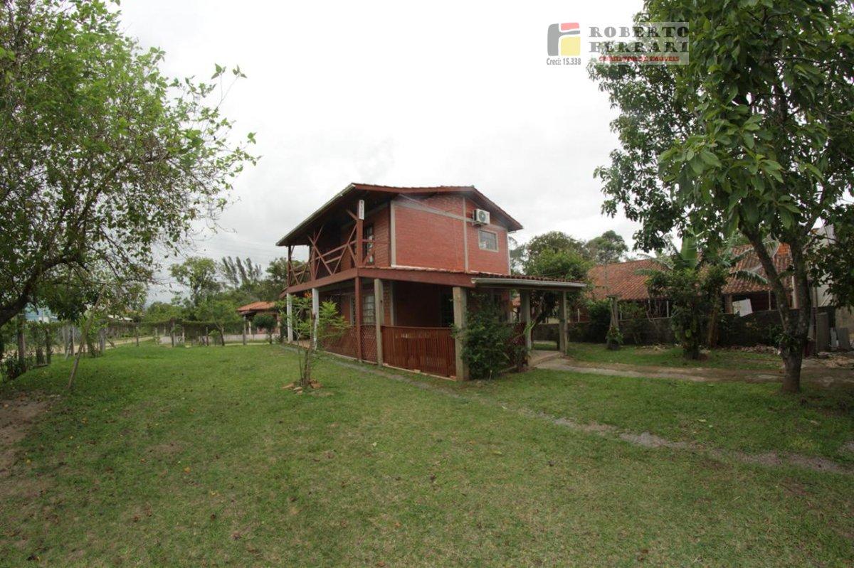 Casa para Alugar no bairro Ibiraquera em Imbituba - SC. 1 banheiro, 2 dormitórios, 1 suíte, 1 vaga na garagem, 1 cozinha,  área de serviço,  sala de t