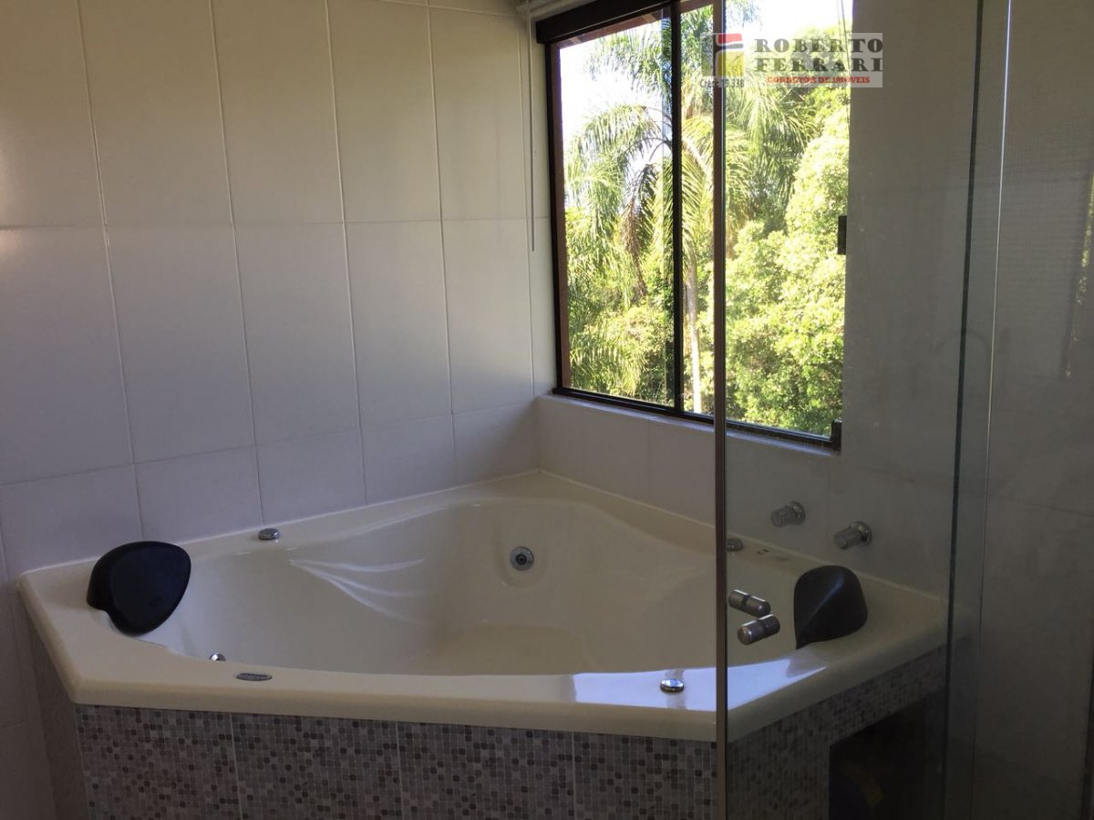 Casa a Venda no bairro Araçatuba em Imbituba - SC. 2 banheiros, 3 dormitórios, 1 suíte, 3 vagas na garagem, 1 cozinha,  dependência de empregada.  - 1