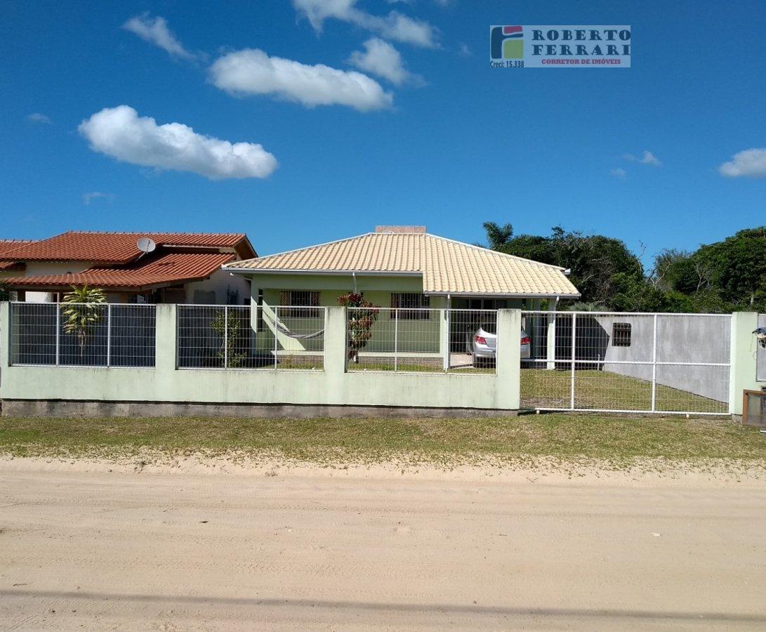 Casa a Venda no bairro Araçatuba em Imbituba - SC. 1 banheiro, 3 dormitórios, 1 vaga na garagem, 1 cozinha,  área de serviço,  sala de tv,  sala de ja