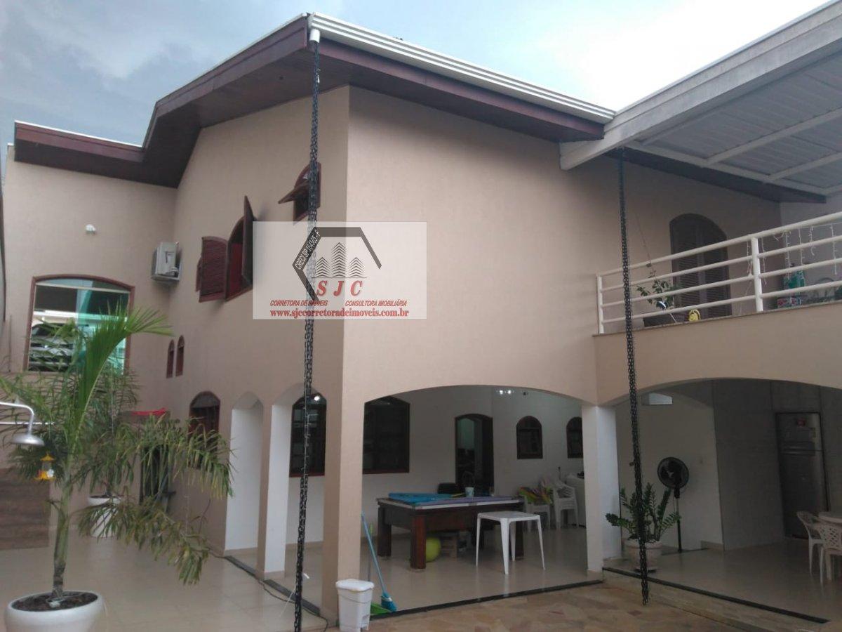 Casa a Venda no bairro Parque Novo Mundo em Americana - SP. 2 banheiros, 3 dormitórios, 1 suíte, 4 vagas na garagem, 1 cozinha,  área de serviço,  sal
