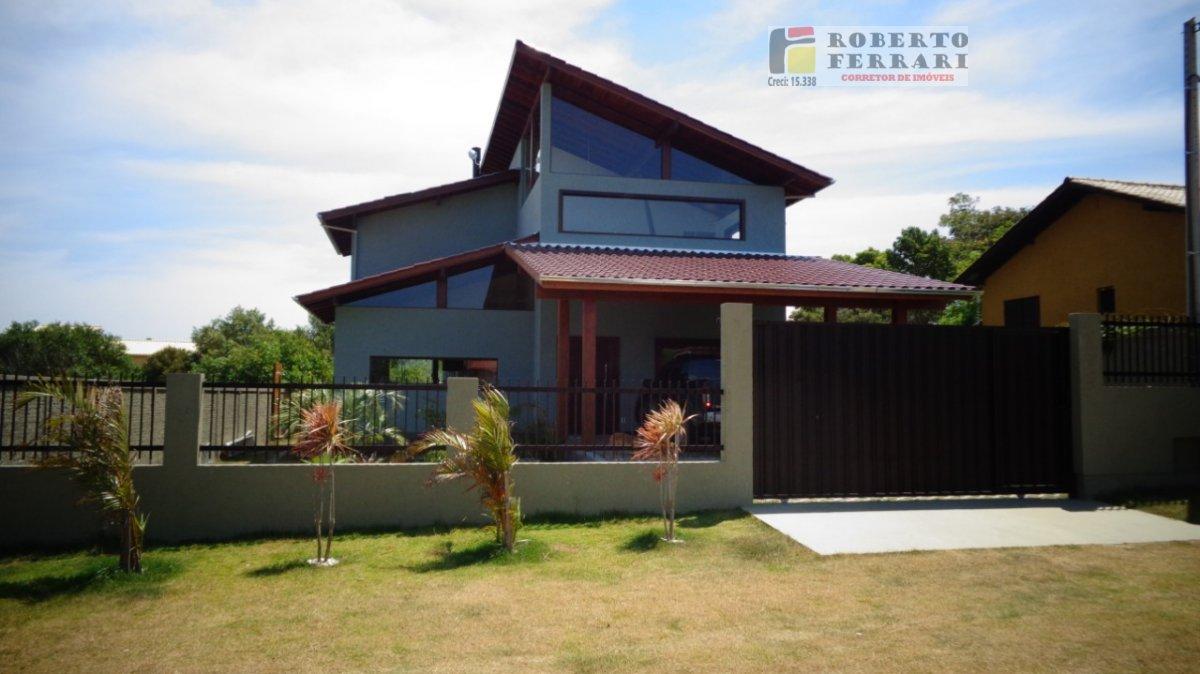 Casa a Venda no bairro Ibiraquera em Imbituba - SC. 2 banheiros, 2 dormitórios, 1 suíte, 2 vagas na garagem, 1 cozinha,  closet,  área de serviço,  co