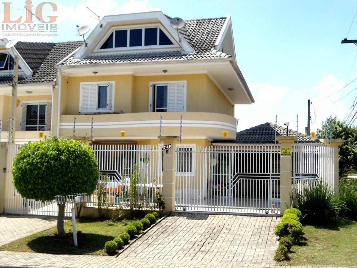 Sobrado a Venda no bairro Hauer em Curitiba - PR. 4 banheiros, 3 dormitórios, 1 suíte, 4 vagas na garagem, 1 cozinha,  closet,  área de serviço,  lava