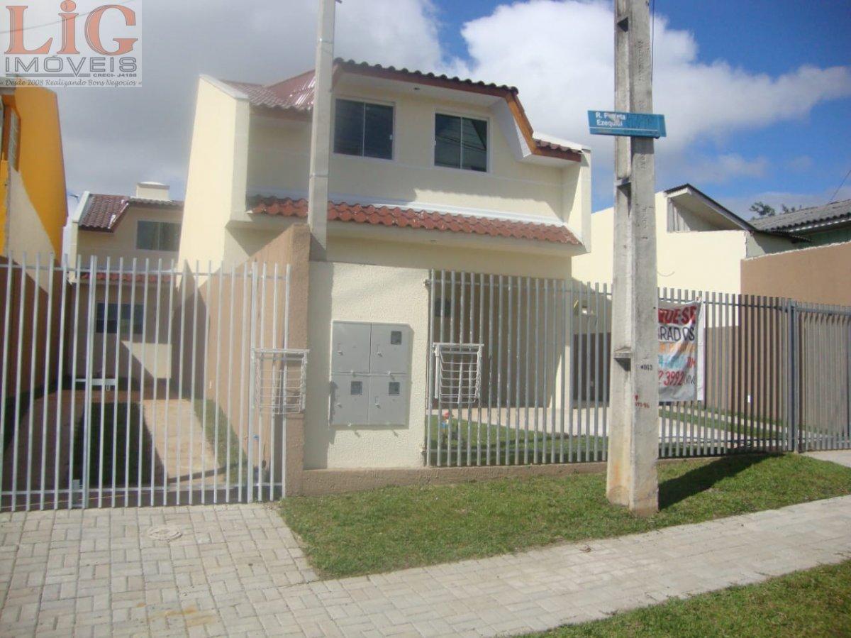 Sobrado a Venda no bairro Umbará em Curitiba - PR. 1 banheiro, 4 dormitórios, 1 suíte, 1 vaga na garagem, 1 cozinha,  área de serviço,  lavabo,  sala